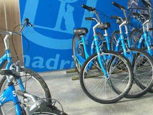Punto de alquiler de bicicletas en el parque Juan Carlos I