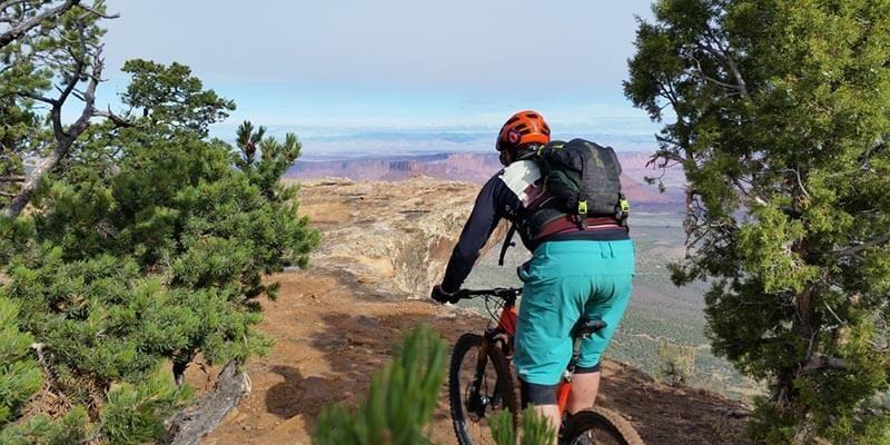 Ruta en bicicleta de montaña al aire libre