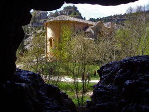 Ermita de San Bartolome desde el interior de la cueva