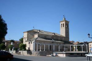 Plaza e iglesia de Magán