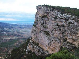 Pared de piedra en el paso del Contador
