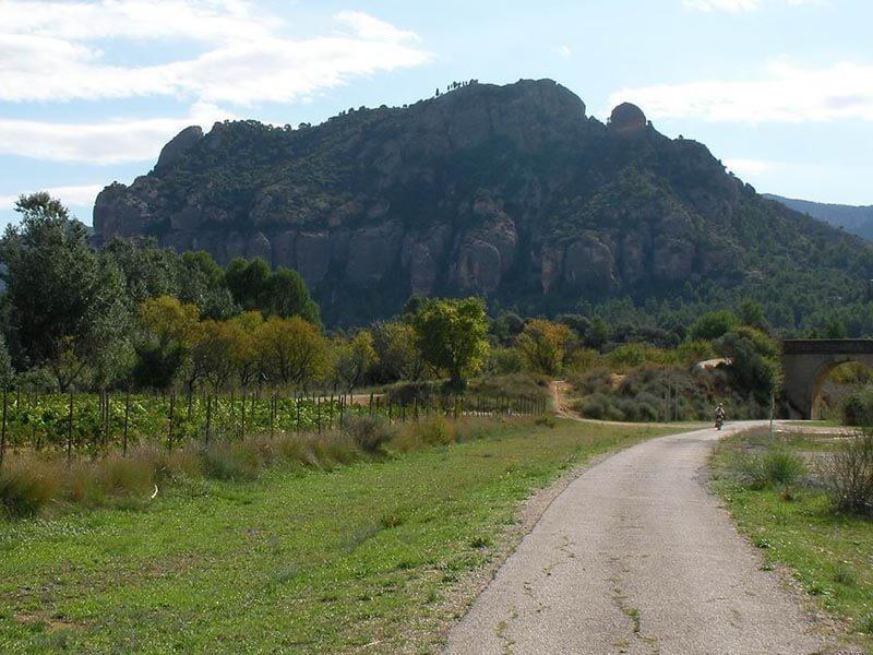 Montañas junto via verde de la Terra Alta