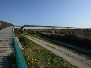 Pasarela sobre el río en Cornella de Llobregat