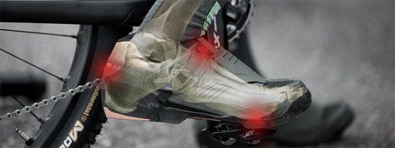 Puntos de dolor en el pie causado por unas malas zapatillas de MTB