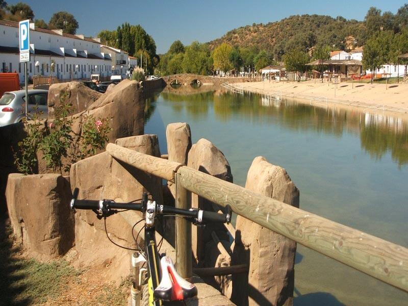 Ruta BTT San Nicolás junto al río Galindón