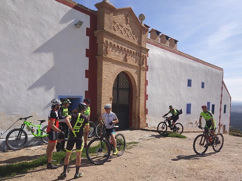 Bicis en la Ermita Virgen del Águila - Paniza