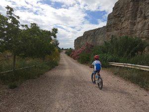 Inicio de la ruta en bici a las afueras de Juslibol