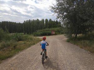 Entrando al Parque del Galacho de Juslibol en Bici