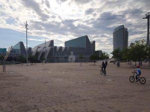 Palacio de Congresos y Torre del Agua al fondo