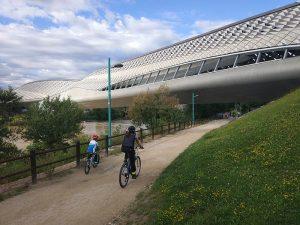 Pabellón Puente de Zaragoza en bici