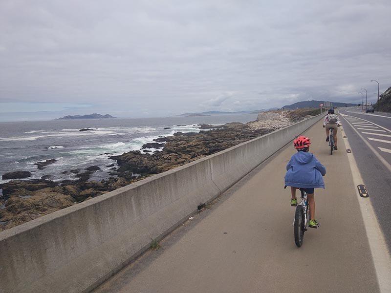 Paralelos a la carretera - Carril bici de Bayona