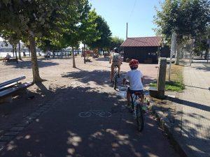 PArque infantil y fuente - Carril bici de Bayona