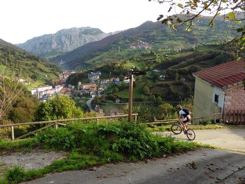 Bajada al pueblo Etapa 2 Viapará - Peral