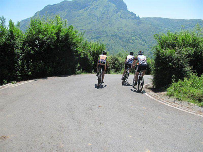 Carretera en la Etapa 01 del Anillo Ciclista de Asturias