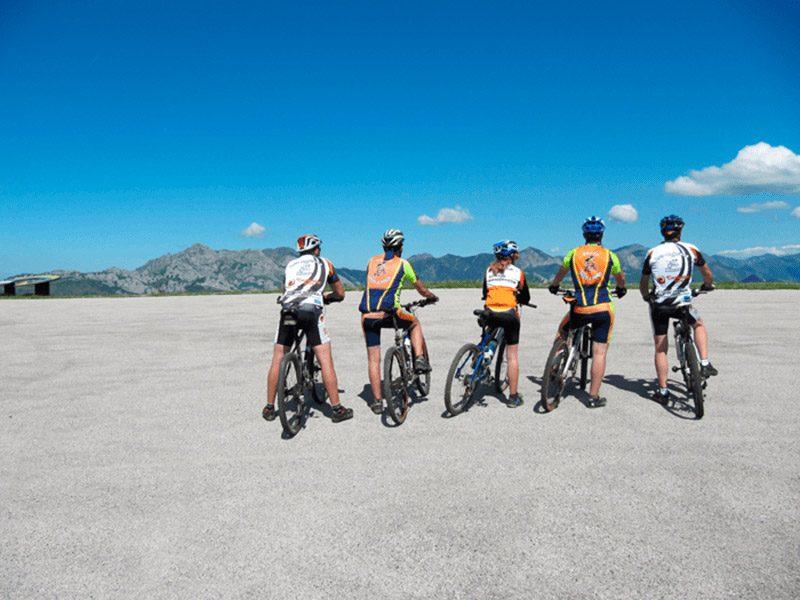 Ciclistas Anillo Ciclista Montaña Central