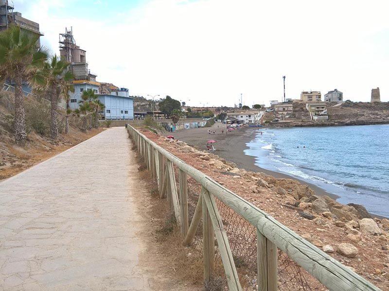 Paseo y playa de La Araña