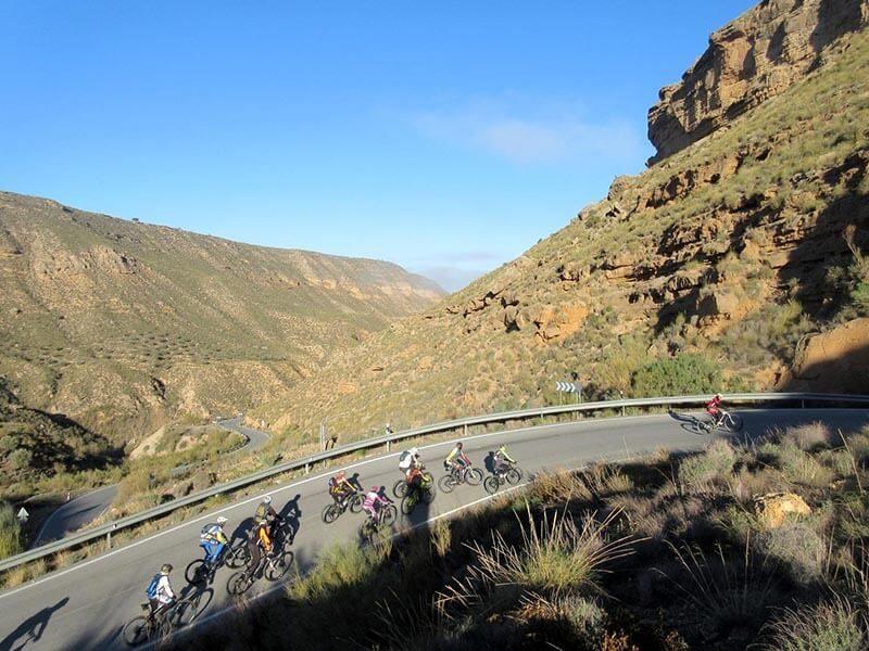Asfalto Desierto Gorafe en bici