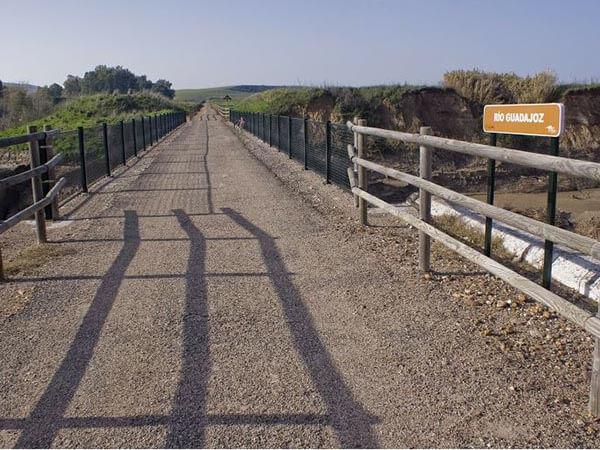 Puente sobre el río Guadajoz